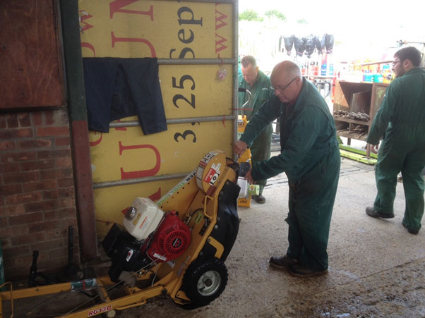 Martin changing teeth on the Rayco stump grinder ready for the next hire, fantastic tool powerful enough for most stumps yet small enough to fit through a gate. (The stump grinder that is not Martin!!)